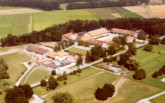 Avenches: Contemporary aerial view of the stud farm with horse clinic